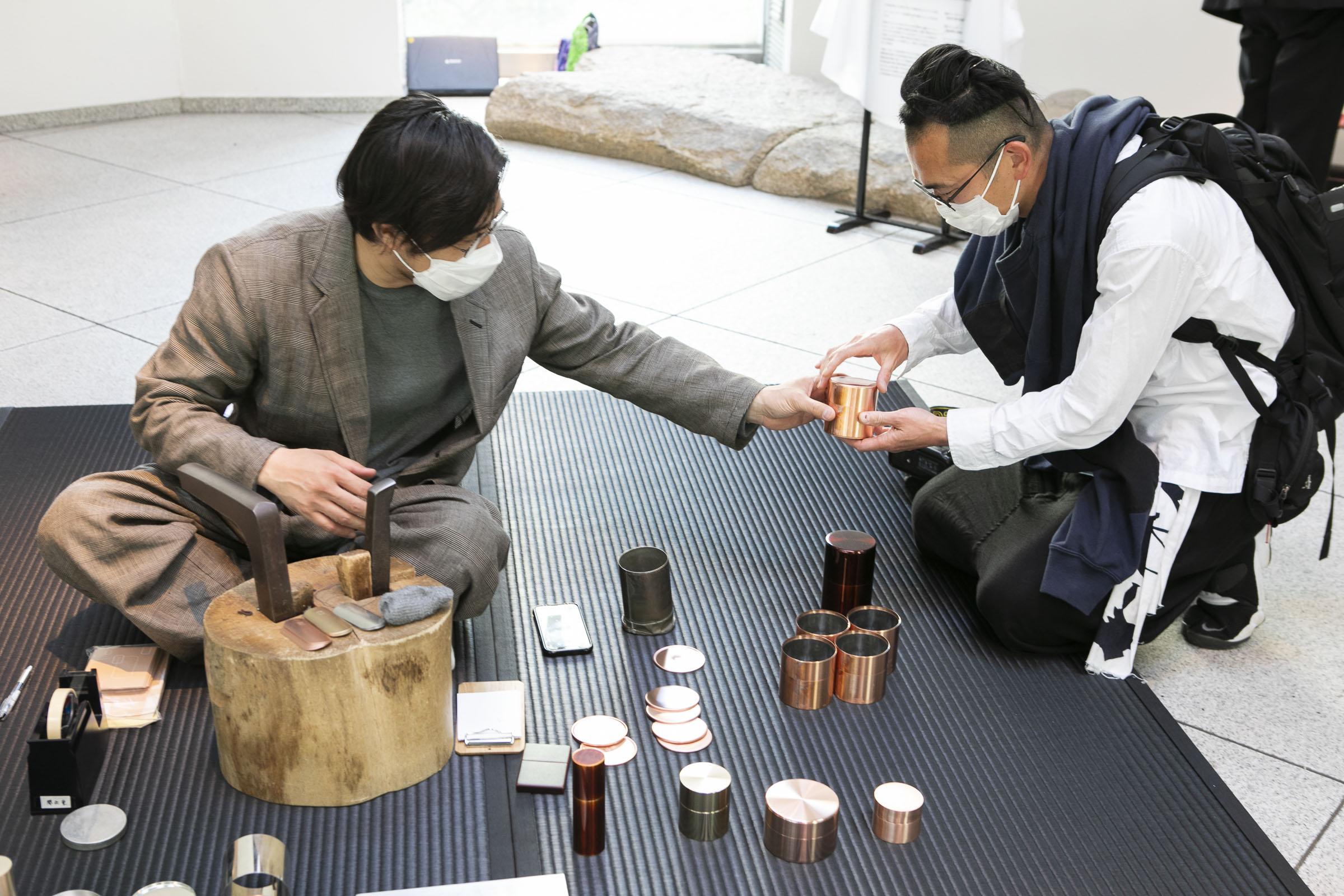 茶筒 開化堂の八木さんによる実演を行いました。